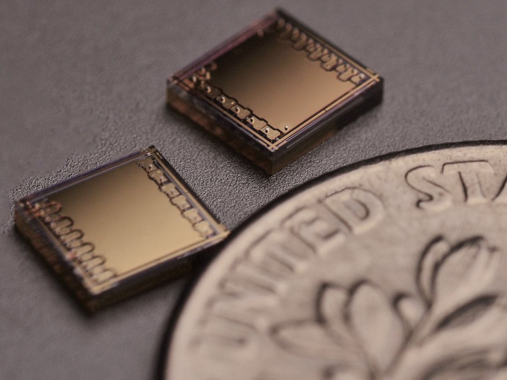 RF MEMS switch in small package for high RF applications